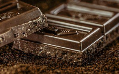 Tumma suklaa hellii niin aivoja kuin sydäntä