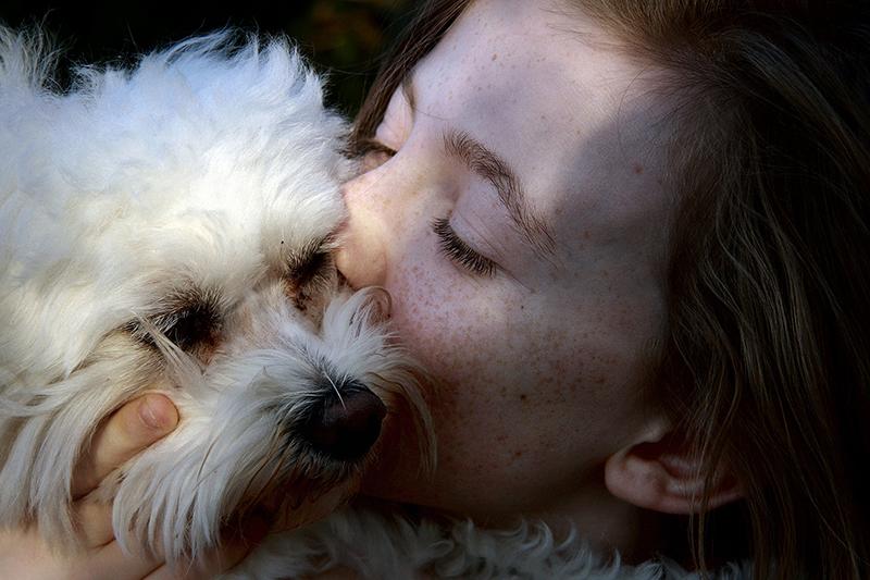 Oksitosiini: ihmeidentekijä ja ihmissuhdeliima